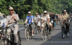 Sepeda Onthel Memenuhi Jalanan Kota Cirebon - PR