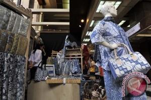 Pakaian batik (ANTARA FOTO/Puspa Perwitasari)