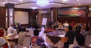 Sambut Hari Batik Nasional, Dinas Perindustrian dan Perdagangan (Disperindag) Kabupaten Cirebon mengadakan Focun Group Discusion (FGD) tentang perkembangan Batik Cirebon, di Hotel Sutan Raja Jalan Tuparev, Kamis (2/10).